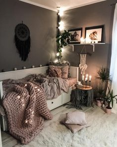 Currently day dreaming of this zen, chill spot from as we list some new towers and geode keychains into shop. ✨ We're… Currently day dreaming of this zen, chill spot from as we list some new towers and geode keychains into shop. Cute Room Decor, Teen Room Decor, Room Ideas Bedroom, Small Room Bedroom, Spare Room, Daybed Bedroom Ideas, Zen Bedroom Decor, Zen Home Decor, Bedroom Furniture