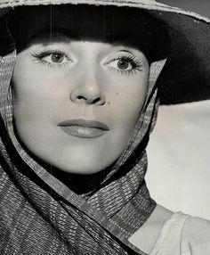 Dolores Del Río en una foto publicitaria de El Fujitivo, protagonizada por Henry Fonda y ella naturalmente.