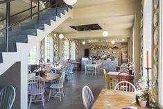 Restaurantanmeldelse av Lokstallen: Real turmat | Godt.no Norway, Restaurant, Bar, Table, Furniture, Home Decor, Decoration Home, Room Decor, Diner Restaurant
