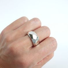 This silver facet ring was made by the lost wax casting technique. He was first crafted out of wax, than casted in silver en finally filed and highly