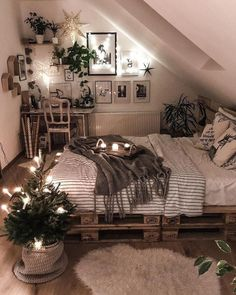 25 Small Bedroom Ideas That Are Look Stylishly & Space Saving – Dream Bedroom – Bedroom Ideas Cute Bedroom Ideas, Room Ideas Bedroom, Attic Bedrooms, Bed Room, Attic Bedroom Ideas For Teens, Teen Bedroom, Attic Bedroom Decor, Small Bedroom Inspiration, Bedroom Inspo