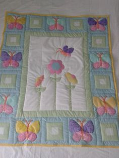Butterfly Garden large toddler bed quilt - The Supermums Craft Fair Quilt Baby, Colchas Quilt, Baby Quilts Easy, Baby Patchwork Quilt, Baby Quilt Patterns, Baby Girl Quilts, Girls Quilts, Patch Quilt, Applique Quilts