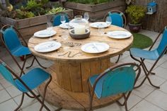 10 ideas with recycled cable reels - Interior and exterior decoration - Decor Scan : The new way of thinking about your home and interior design Pallet Ideas, Pallet Crafts, Diy Pallet Projects, Table Seating, Dining Table, Dining Chairs, Pallet Furniture, Outdoor Furniture Sets, Cable Drum Table