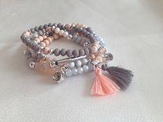 *UNIKAT*  Armband aus diversen Perlen, gefädelt auf Gummiband.  Umfang 19cm  Der Preis bezieht sich auf ein Armband