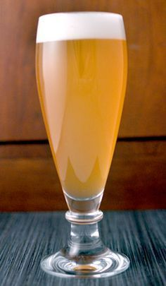 This wheat beer with mango and passion fruit is the perfect summer homebrew! #homebrewingbeer
