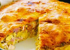Chicken ham & potato pie Serve this delicious family pie with a crisp green salad for a complete mid-week meal. Pie Recipes, Chicken Recipes, Cooking Recipes, Recipies, Chicken Ham, Christmas Ham, Frozen Puff Pastry, Shortcrust Pastry, How To Cook Potatoes