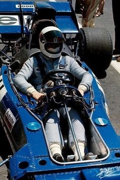 Jackie Stewart, Tyrrell-Ford Grand Prix of France, Circuit Paul Ricard, July (Photo by Bernard Cahier/Getty Images) Jackie Stewart, F1 Racing, Road Racing, Classic Race Cars, Formula 1 Car, F1 Drivers, Vintage Race Car, Car And Driver, Courses