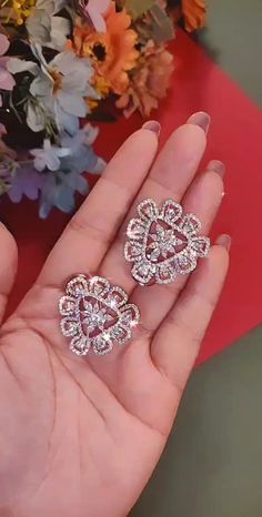 Jewelry Design Earrings, Gold Earrings Designs, Ear Jewelry, Jewelery, Gold Bangles Design, Gold Jewellery Design, Gold Jewelry Simple, Stylish Jewelry, Real Diamond Earrings