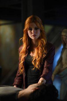 "#Shadowhunters 1x08 ""Bad Blood"" - Clary"