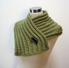 Fear of Commitment Cowl Free Knitting Pattern by Julie Weisenberger