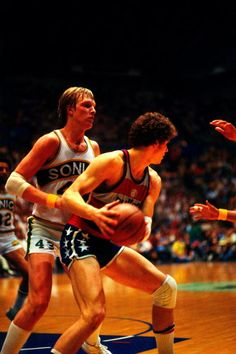Jack Sikma of the Seattle Supersonics defends against Mitch Kupchak of the…