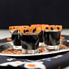 Add a spooky sparkle to any Halloween party or All Hallows Eve wedding with our Halloween cocktail rimming sugar: Bats in the Belfry - a tasty mix of our Orange cocktail rim sugar and tiny black candy bats. By Dell Cove Spice Co. Halloween Party Treats, Halloween Cocktails, Holiday Cocktails, Halloween Bats, Halloween Ideas, Cocktail Garnish, Orange Cocktail, Gourmet Popcorn, Base Foods