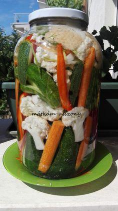 Savanyúság (kovászos uborka, répa, karfiol) Pickle