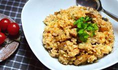 Pravé italské risotto s houbami a parmezánem, z kulatozrnné rýže, krémovité a jemné. Vyzkoušejte recept krok za krokem. Portobello, Fried Rice, Fries, Ethnic Recipes, Food, Risotto, Essen, Meals, Nasi Goreng