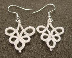 Simple and elegant! This would be cool to do with some of the tatting that I have from Gram!