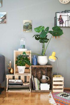 idée de déco de salon : meuble en palette et caisse en bois