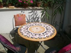 DIY: IKEA Hackers: From kitchen to patio. I need to learn to tile the top of a table like this. Beautiful