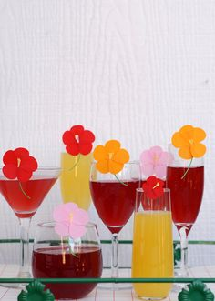 A fruity take on the classic cosmopolitan drink that is perfect for your next party! Serve the cosmopolitan drink in style with festive glass toppers. Holiday Candles, Diy Candles, Diy Flowers, Paper Flowers, Cosmopolitan Drink, Cocktail Umbrellas, Diy Wax, Love Balloon, Colourful Balloons