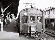 """貴重なクモハ73原型の""""顔""""。写真はクモハ73026。500番台がまったく別の形式に見えてしまう。立川駅にて。1974年12月"""