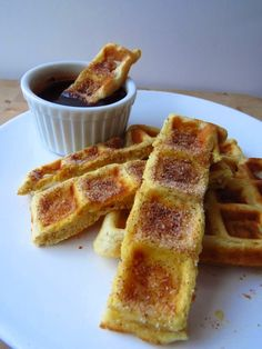 Gaufres style churros Cake Mug, Mug Cakes, Beignets, Waffle Shop, Quick Snacks, Sugar And Spice, French Toast, Spices, Cooking Recipes