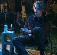 """""""Desde luego, fumé alguna vez, aunque nunca me gustó. Por lo general era con Izzy en fiestas, él me dejaba su cigarrillo mientras se iba a bailar por ahí con las chicas y yo acababa su cigarrillo, viendo a las chicas sin acercarme, me gustaba que me buscaran y así estar seguro de que ellas deseaban darme cierta satisfacción, aún cuando jamás me llenaba de ello"""""""