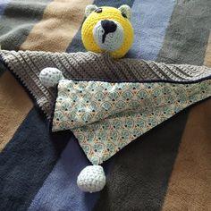 Εικόνα προφίλ του χρήστη golden_leaf_crochet golden_leaf_crochet Crochet baby comforters for my twins! Cowls, Beanie Hats, Napkin Rings, Crochet Baby, Comforters, Twins, Napkins, Handmade, Home Decor