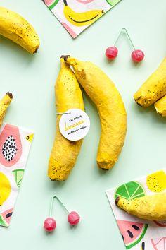 Mini Banana Pinatas - I'm going Bananas without you Balloon Pump, The Balloon, Balloon Wall, Diy Cake Topper, Cupcake Toppers, Banana Pi, Mini Bananas, Mini Balloons, Balloon Backdrop