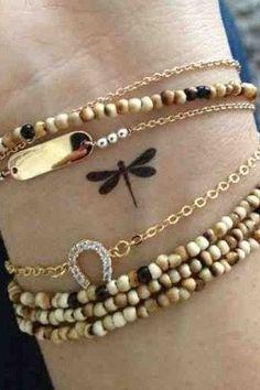 Tatouage poignet libellule