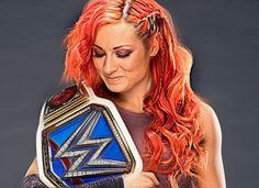 Becky Lynch con el Campeonato Femenil SmackDown