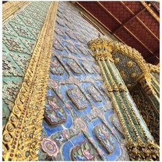 @julesr40 @EcophonUK @blueprintmag The ornate intricate hand decorated palaces of Bangkok #verticalview
