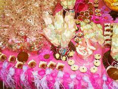 Decoração de festa infantil: uma mesinha de doces toda especial