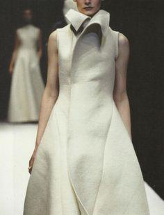 "petrole: "" kirsten owen at yohji yamamoto fall winter "" Yohji Yamamoto, Japanese Fashion Designers, Runway Fashion, Womens Fashion, Haute Couture Style, Mode Inspiration, White Fashion, Minimal Fashion, Fashion Details"