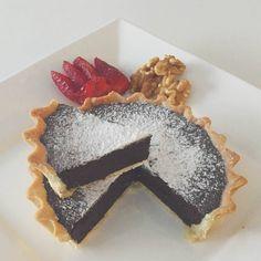 """[ Cocina de Grecia ] Tarta Chocondesa de 26 cm de diámetro con @valuramallo !  Masa: - Mezclar 125 gr de manteca punto pomada con 3 cucharadas de azúcar y…"""