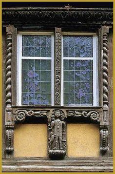 """Fenêtre de l'ancienne auberge """"Hostellerie à l'Étoile"""", dite aussi """"Maison du…"""