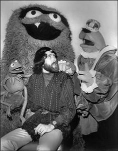 Jim Henson with some of the Muppet characters from Tales of Muppetland. Kandinsky Art, Sesame Street Muppets, Magic Store, Street Magic, Fraggle Rock, The Muppet Show, Muppet Babies, Kermit The Frog, Jim Henson
