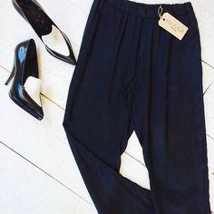 American Vintage trousers [size M] + Céline pumps [size 38.5] #kolifleur #sustainablefashion  by @weirdnomad