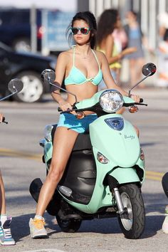 Actresses Vanessa Hudgens, Selena Gomez, Ashley Benson and Rachel Korine film in bikinis on Vespa scooters while filming 'Spring Breakers' in Florida. Vespa Bike, Vespa Scooters, Piaggio Vespa, Gas Scooter, Lady Biker, Biker Girl, Rachel Korine, Selena Gomez Fotos, Selena Gomez Bikini Pics