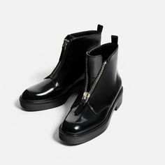 FLAT ANKLE BOOTS WITH ZIP