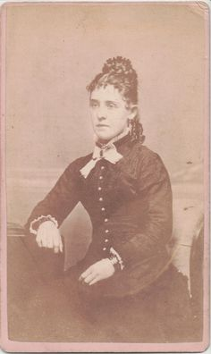 CDV Photo Woman Comb on Top Sausage Curls by English Richmond Illinois Historical Hairstyles, Victorian Women, Female Photographers, Hair Comb, Hairdresser, Illinois, Curls, Hair Accessories, English