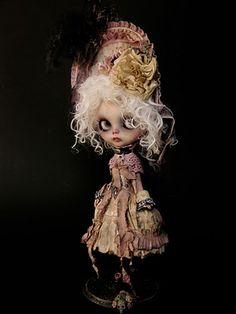 """Lavigna Vampirica"" Custom OOAK Blythe by Julien Martinez"