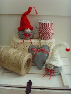 Not in English.maybe Swedish or Danish. CAN anyone translate the pattern to English? Crochet Christmas Decorations, Christmas Crochet Patterns, Crochet Christmas Ornaments, Holiday Crochet, Crochet Crafts, Crochet Dolls, Nordic Christmas, Christmas Crafts, Crochet Angels