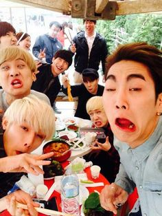 Yuwhan back there... And of course Sejun -master of derpface 😂