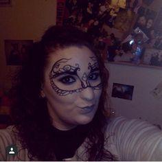 Máscara de fantasia, una buena opción para carnavales o fiesta de disfraces. #CristinaGamezMakeUp #MaquilladoraProfesional #MaquillajeSocial #MaquillajeFantasia