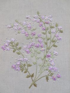 Flores no Jardim - Lee Albrecht: Novos Kits Herb Embroidery, Embroidery Flowers Pattern, Creative Embroidery, Silk Ribbon Embroidery, Vintage Embroidery, Embroidery Applique, Cross Stitch Embroidery, Machine Embroidery, Embroidery Designs