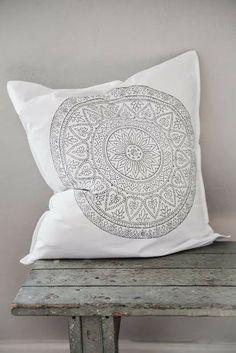 *♥* Gray & White Living Marrakech