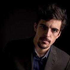 Miguel Maduro-Dias é um baixo-barítono português natural de Angra do Heroísmo, Ilha Terceira, Açores Francisco Rocha, Natural, Fictional Characters, Concerts, Island, Bass, Greek Chorus, Fantasy Characters, Nature