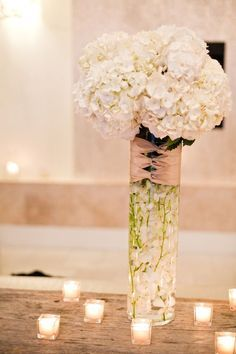 Pretty white wedding centerpieces | Deer Pearl Flowers
