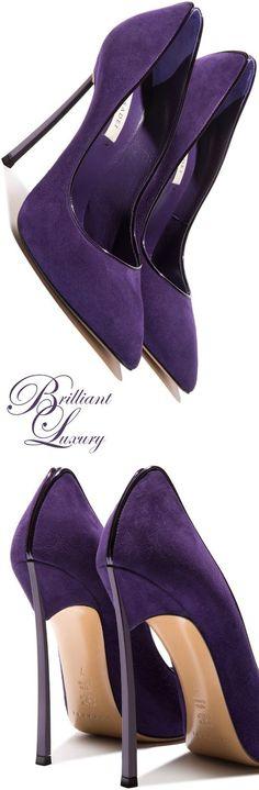 Hohe Ambitionen! Orientieren Sie sich auch bei den Accessoires an Ihrem Farbpass - eine Tasche, Schuh, Halstuch, Schmuck in Violett-tönen kann sehr interessant sein und Ihre Farbwirkung unterstreichen! Kerstin Tomancok / Farb-, Typ-, Stil & Imageberatung