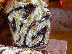 Cozonac pufos cu nuca si cacao fara framantare, Rețetă Petitchef Romanian Desserts, Romanian Food, Cookie Desserts, Dessert Recipes, Cacao Powder Benefits, Cacao Recipes, Best Sweets, Artisan Food, Just Bake