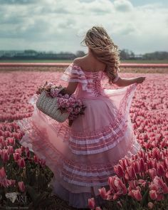Photography flowers field ana rosa ideas for 2019 Flower Girls, Flower Girl Dresses, Dress Girl, Tout Rose, Tulip Fields, Everything Pink, Photo Projects, Lany, Pink Aesthetic